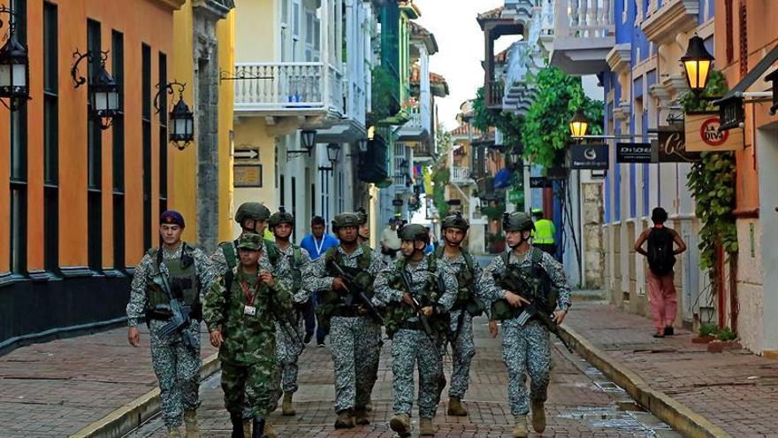La jornada de la paz de Colombia se inicia con un homenaje de Santos a los militares
