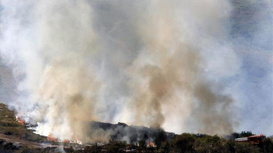 Activos 6 fuegos en Cantabria tras una noche en la que se ha desalojado una casa