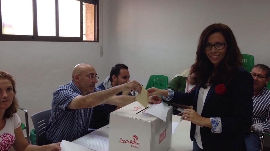 Ana Belén Castejón, candidata a alcaldesa de Cartagena por el PSOE, vota en las primarias de hoy