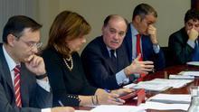 Tomás Villanueva, en el centro, en la constitución de la Comisión Ejecutiva del Consejo Financiero de Castilla y León.