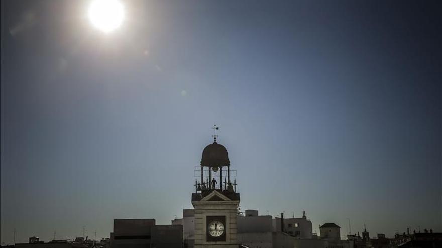 Una nueva inocentada en Madrid: la Comunidad digitalizará el reloj de Sol