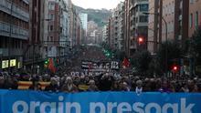 """Miles de personas piden al Gobierno español en Bilbao acabar con la """"vulneración de derechos"""" a los presos de ETA"""
