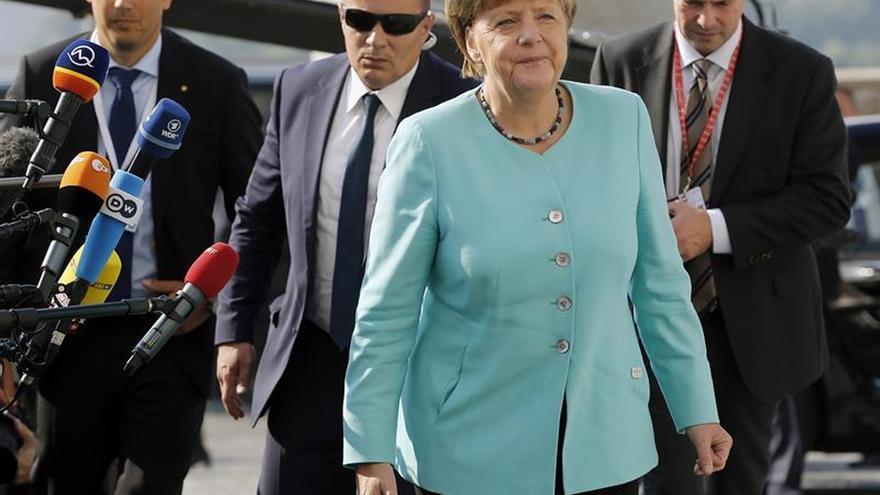 """Merkel reconoce la """"situación crítica"""" de la UE y espera un acuerdo sobre la nueva agenda"""