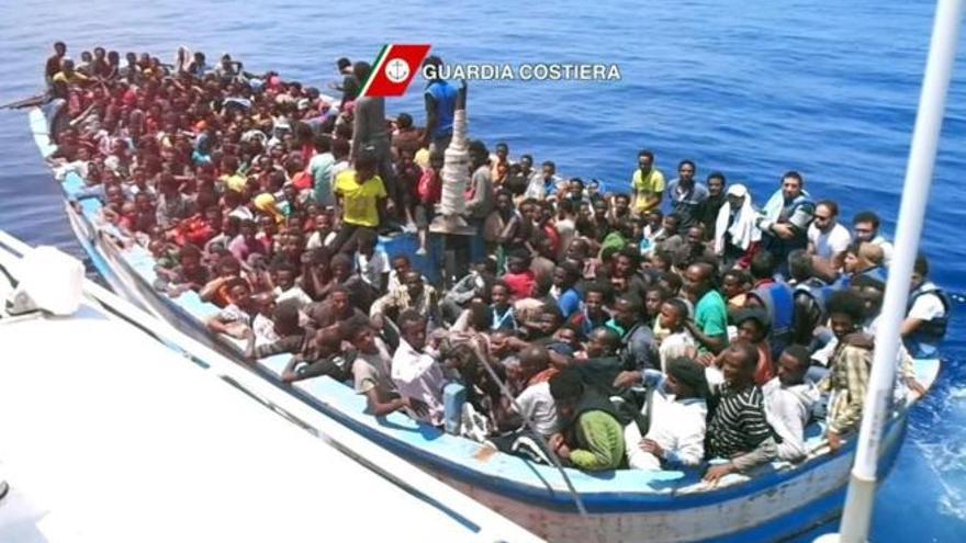 Imagen extraída de un vídeo facilitado por la Guardia Costera durante una operación de rescate del 23 de julio en la costa de Libia.