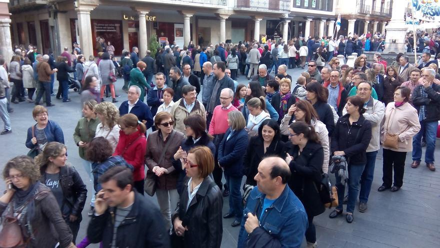 Protesta en la plaza del Torico, Teruel, contra la aprobación de los estudios de Magisterio en una universidad privada de Zaragoza.
