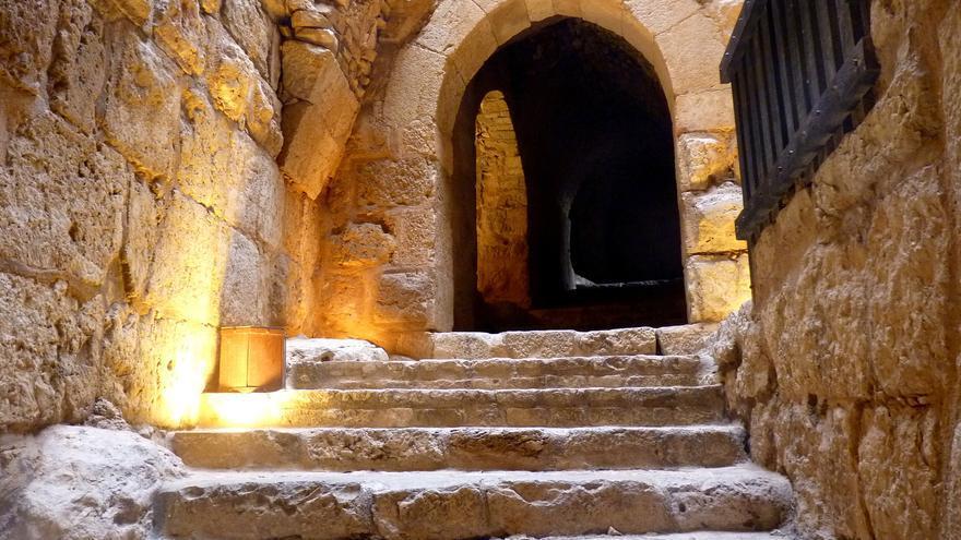 Galería interior en el Castillo de Aljun. Maya-Anaïs Yataghène (CC)
