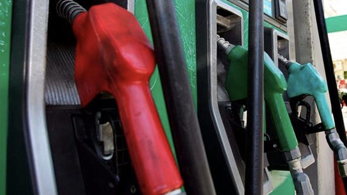 Dispensadores de carburante en una gasolinera.