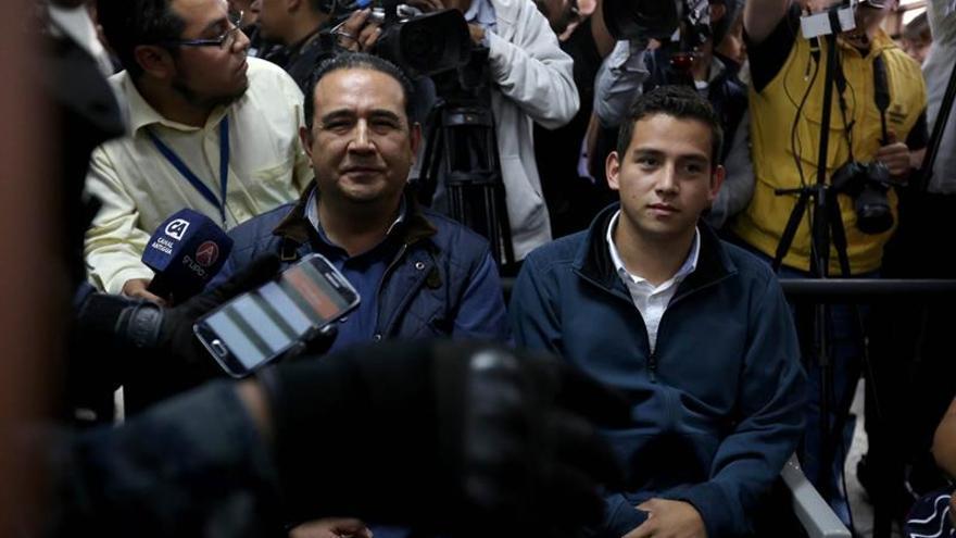 Libertad condicional para el hijo y hermano del presidente de Guatemala