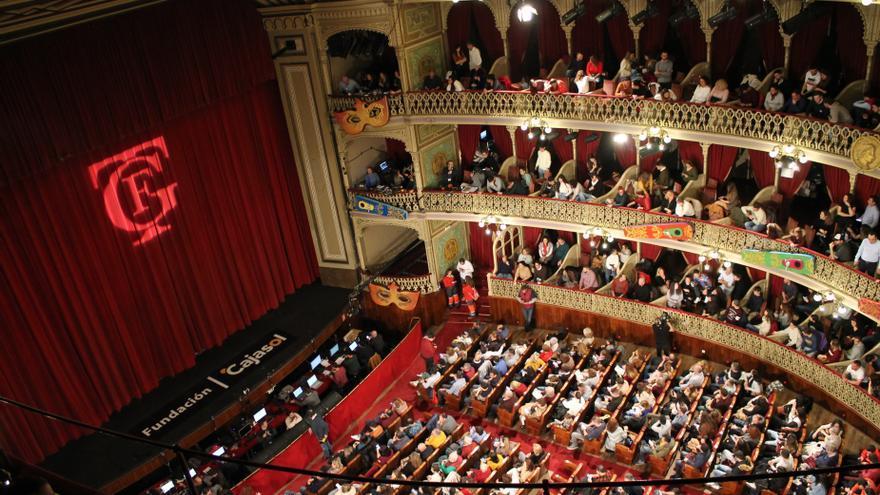 Interior del Gran Teatro Falla en una función de Carnaval.