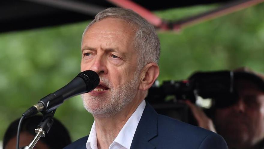 """El apoyo al Laborismo cae a su """"nivel más bajo"""" con Corbyn, según un sondeo"""