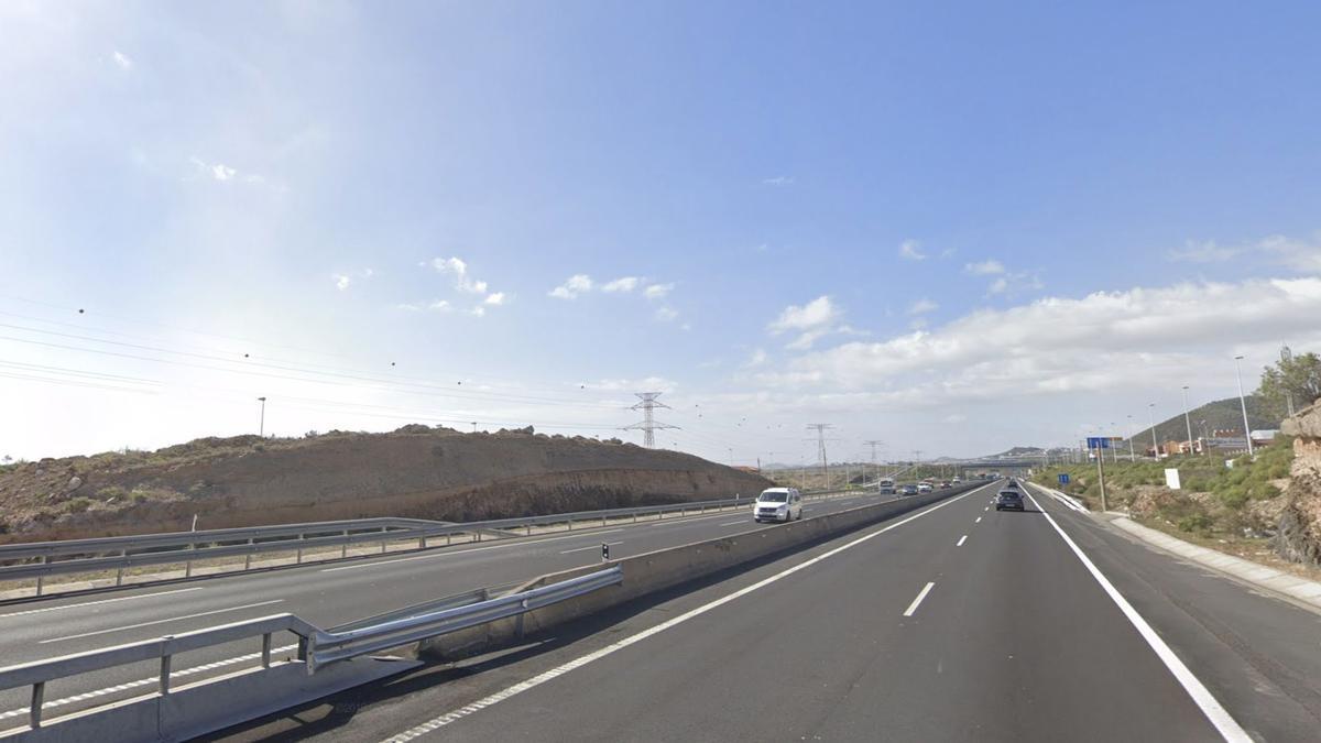 La autopista TF-1 a su paso por Granadilla de Abona