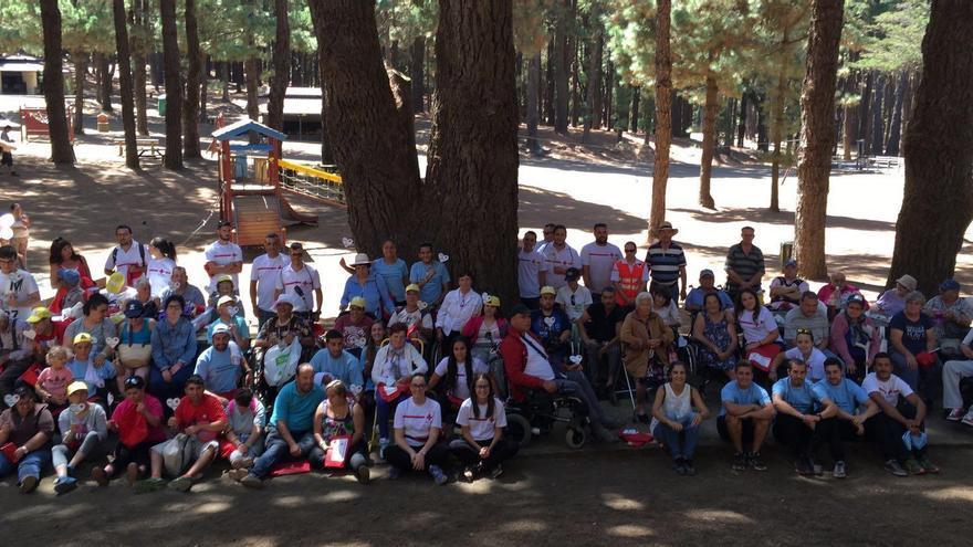 Encuentro beneficiarios y los familiares del programa 'Verano sin barreras' de Asuntos Sociales y Cruz Roja este viernes en el Refugio de El Pilar.