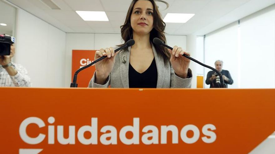 Arrimadas y Albiol exigen a Puigdemont que convoque elecciones inmediatamente