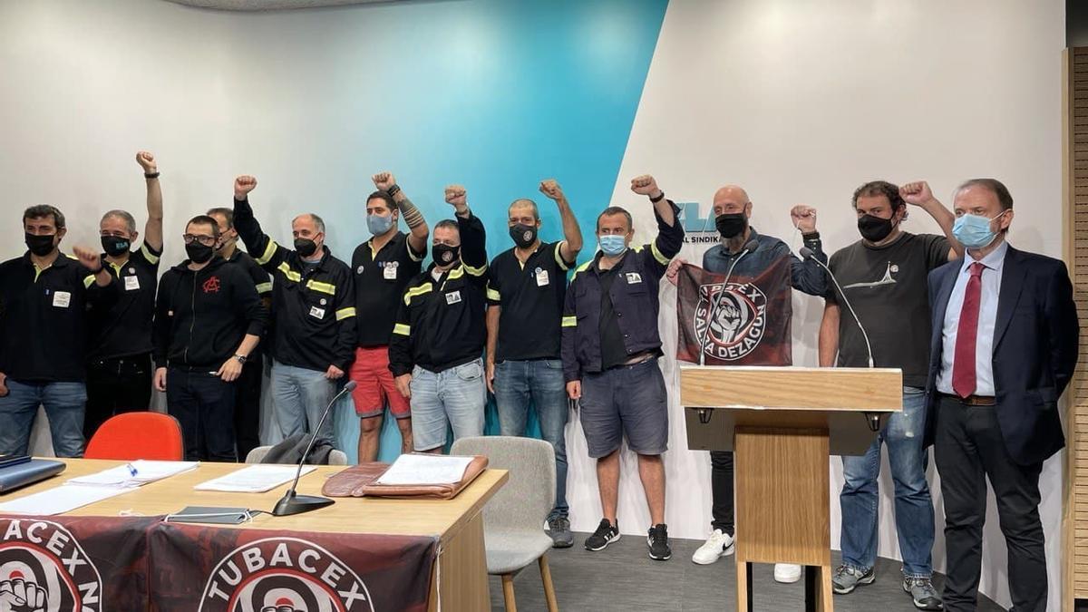 Trabajadores de Tubacex en su primera comparecencia tras las sentencias que anulan el ERE