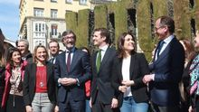 La plana mayor del PPvasco junto a Casado en un acto electoral en Vitoria.