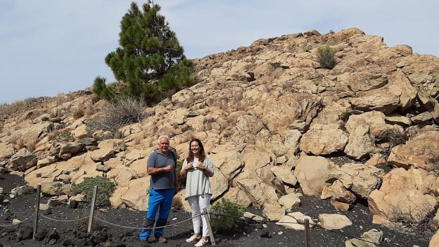 Jorge Pais y Celia Santos en el Roque Teneguía.