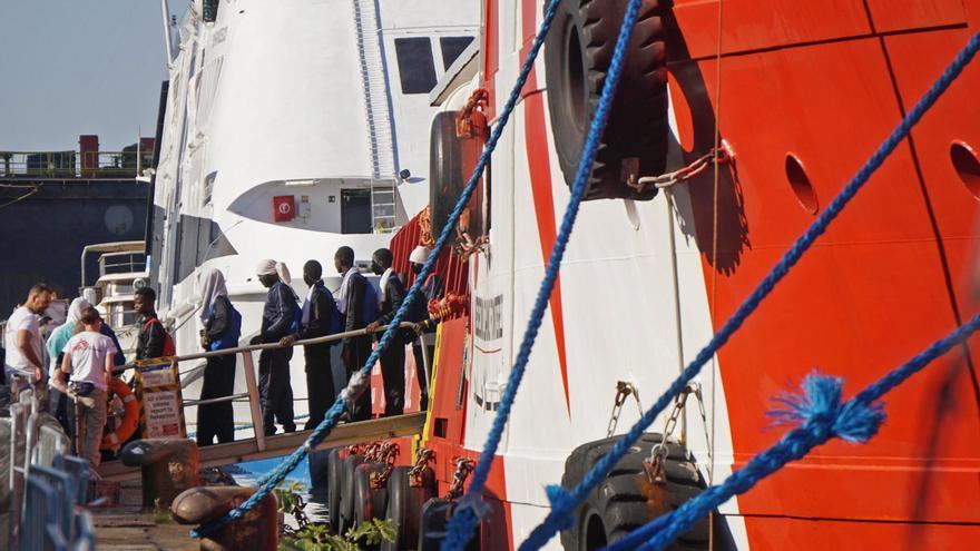El barco de Médicos sin Fronteras rescata a 144 migrantes en el Mediterráneo