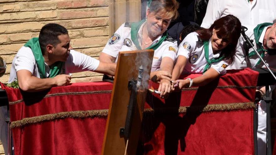 El estallido del chupinazo de San Lorenzo desata un huracán festivo en Huesca