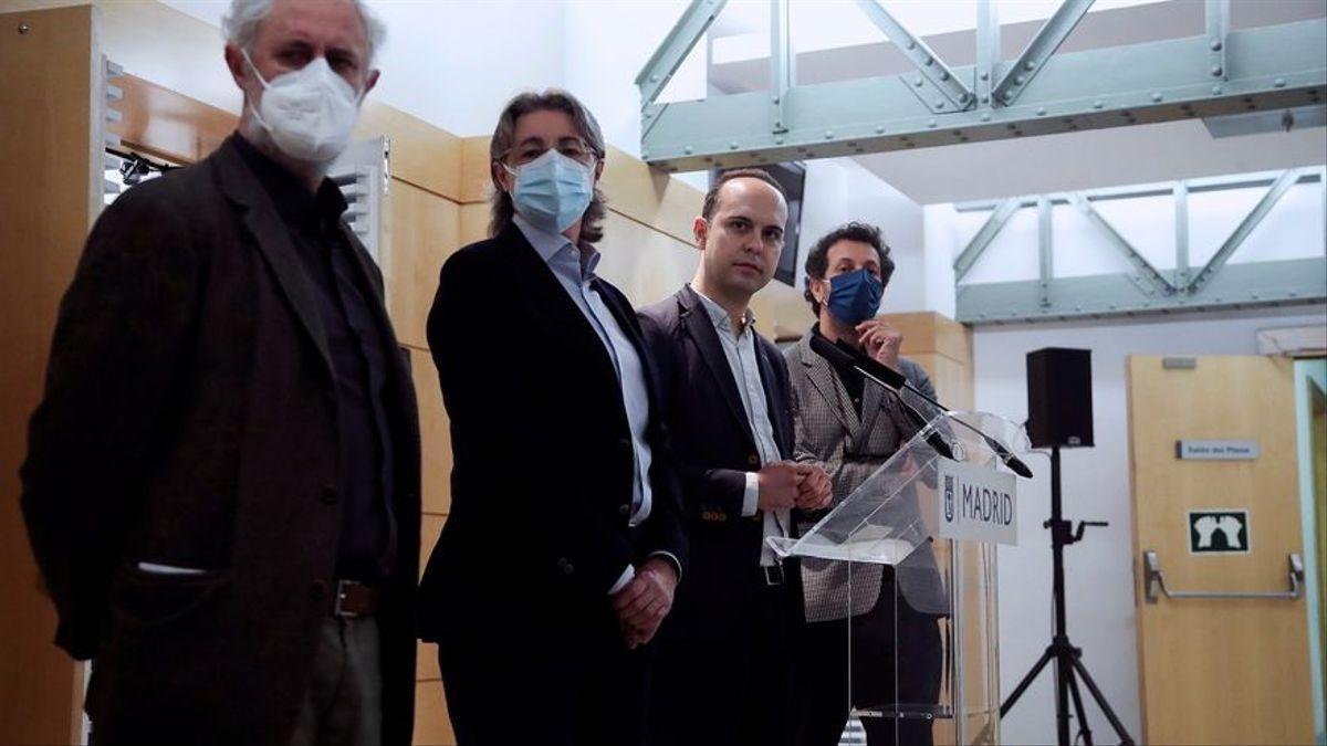 Los concejales de Recupera Madrid Luis Cueto, Marta Higueras, José Manuel Calvo y Felipe Llamas.