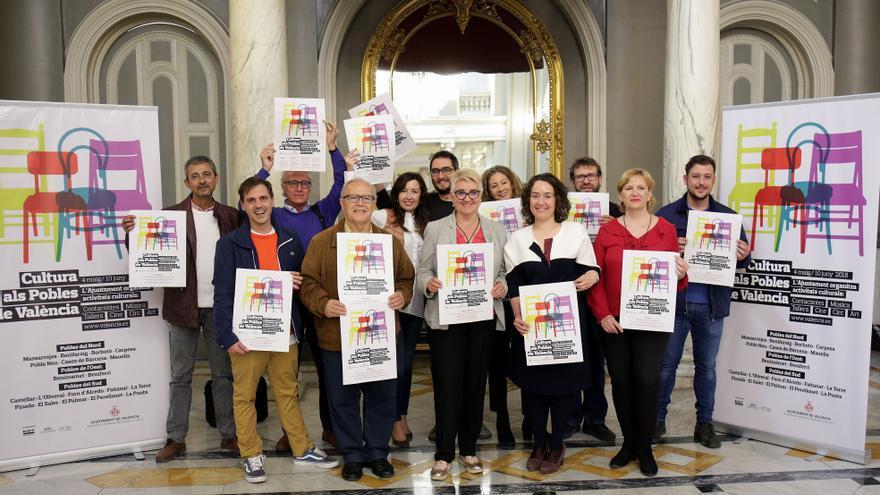 Los alcaldes pedáneos en la presentación de Cultura als Barris con las concejalas Glòria Tello y Consol Castillo