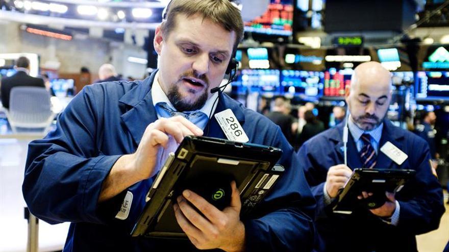Wall Street sube a media sesión y el Dow Jones gana un 0,88 %