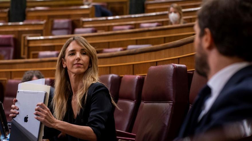 Cayetana Álvarez de Toledo y Pablo Casado en un pleno del Congreso.