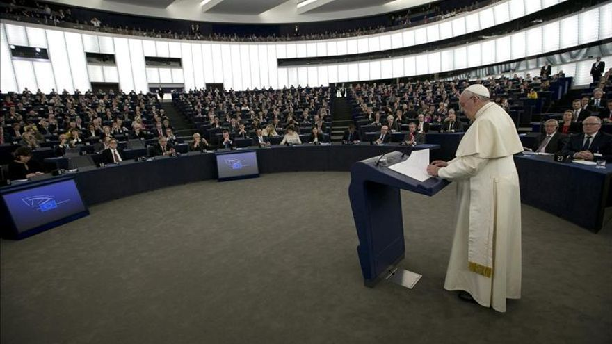 El papa Francisco ofrece un discurso ante el Parlamento Europeo.