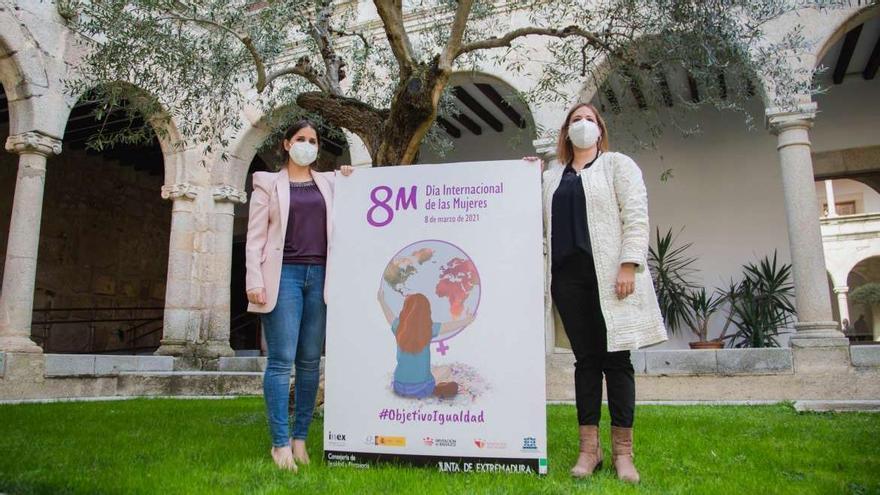 La consejera de Igualdad, Isabel Gil Rosiña, y la directora del Instituto de la Mujer de Extremadura, Estela Contreras