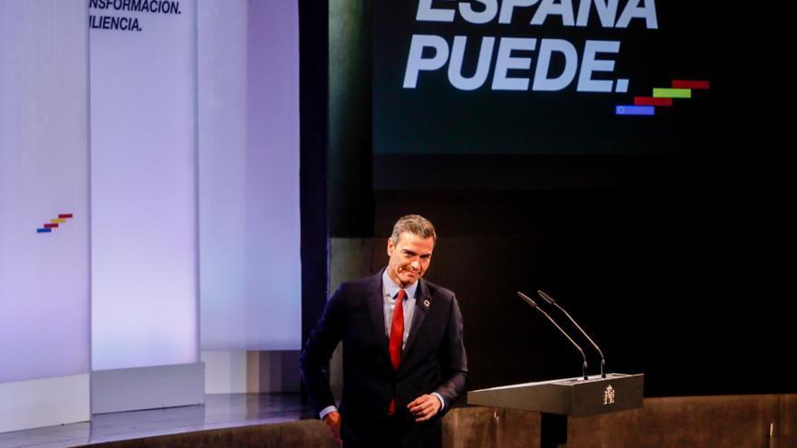 El presidente del Gobierno, Pedro Sánchez, tras ofrecer una conferencia bajo el título 'España puede. Recuperación, Transformación, Resiliencia' que sintetiza el espíritu colectivo al que el presidente invita a la unidad de la sociedad civil y de las inst