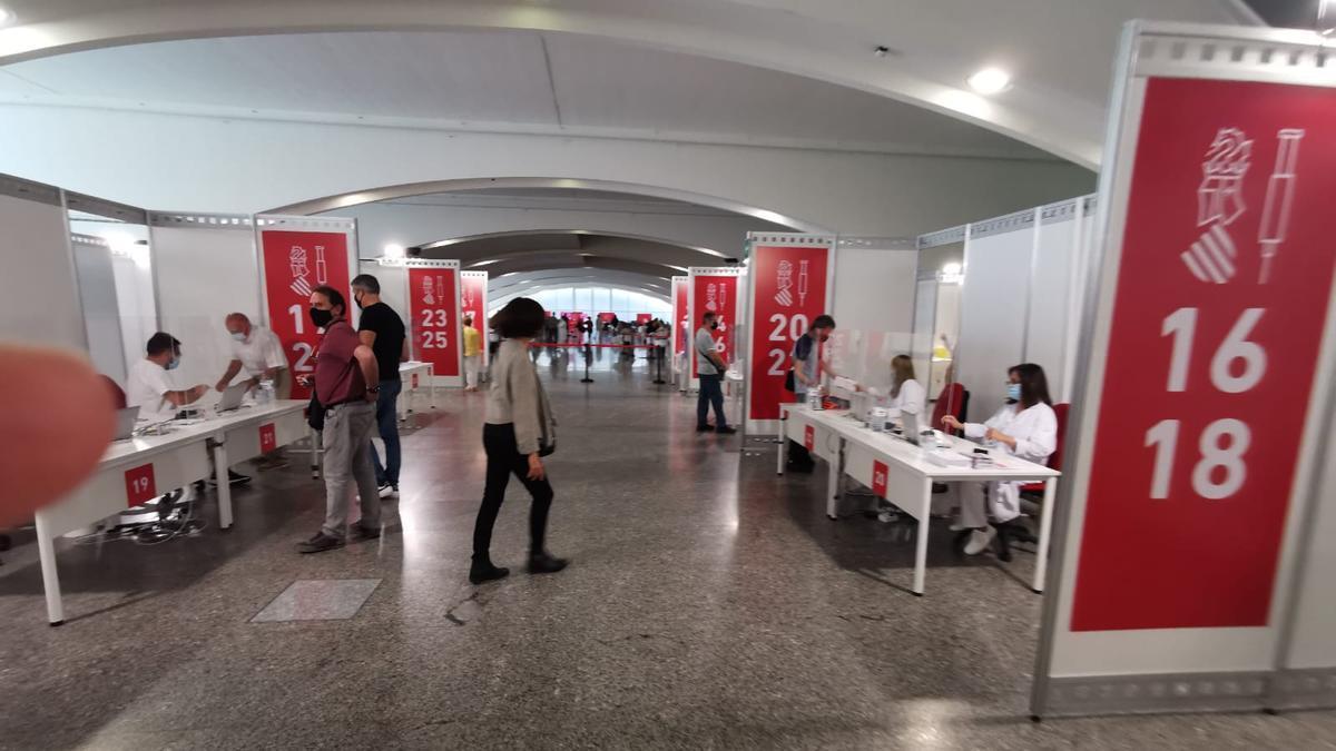 El centro de vacunación contra el coronavirus ubicado en la Ciudad de las Artes y las Ciencias de València.
