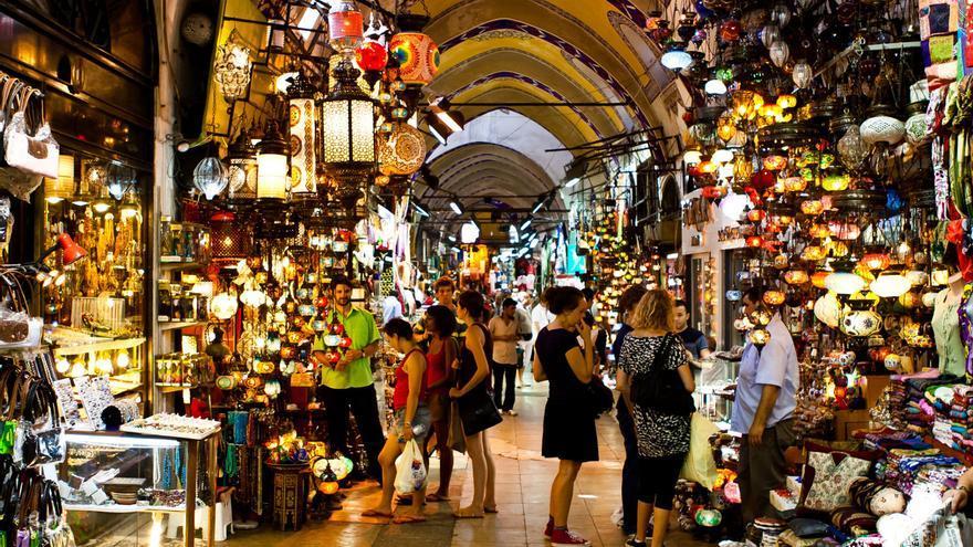 Galería del Gran Bazar, uno de los mercados cubiertos más grandes del mundo.