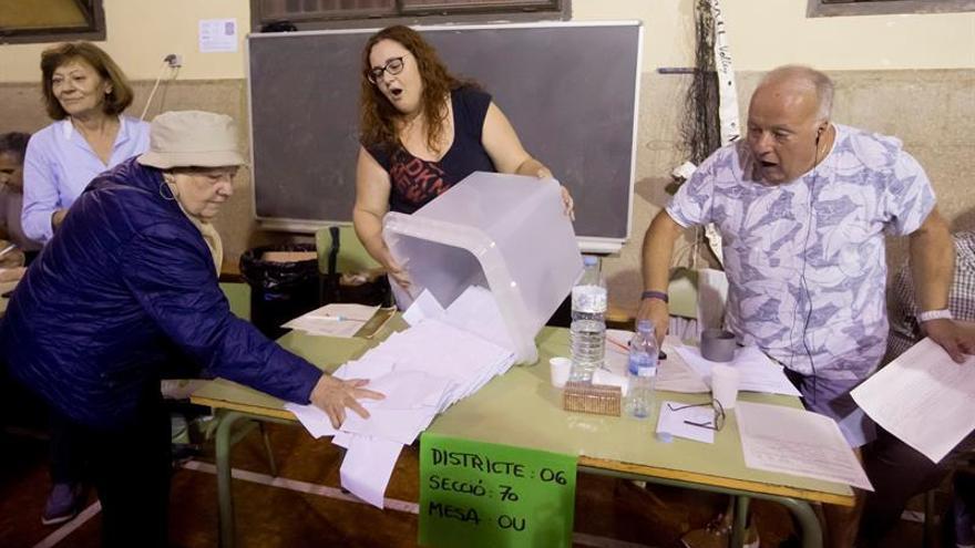 Empiezan a recontar votos del referéndum donde se ha podido votar