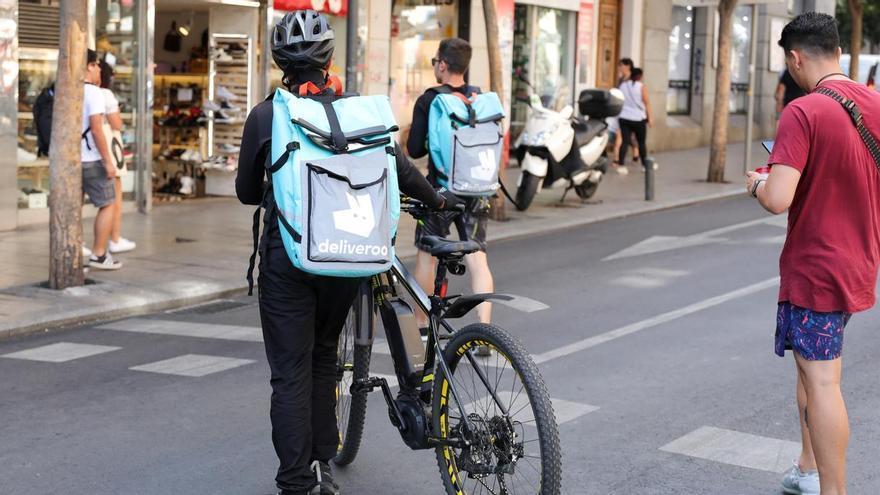 Deliveroo ofrecerá soporte económico a los 'riders' que sufran coronavirus o estén en cuarentena