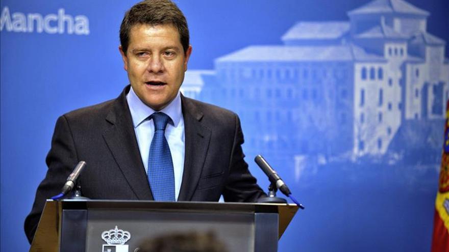 García Page anuncia al PSOE que concurrirá a las primarias para el Gobierno autonómico
