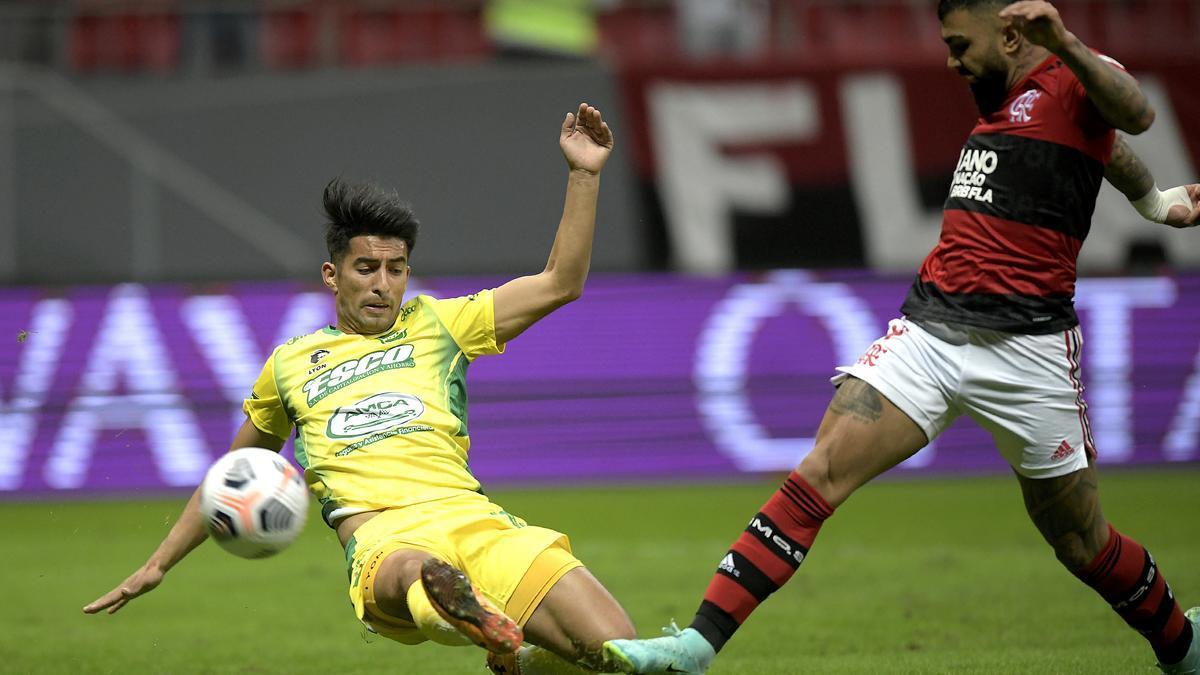 Flamengo tuvo contundencia y goleó a Defensa, en Brasilia.