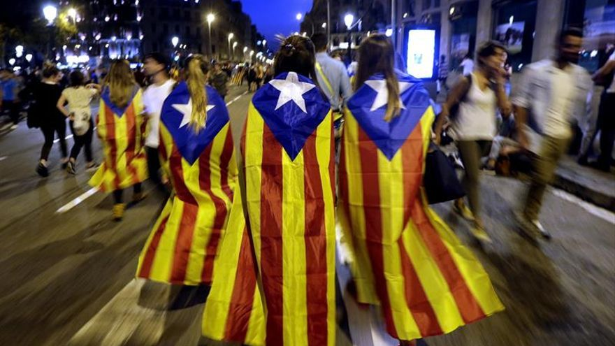 Convocan concentraciones por internet para el diálogo en la crisis catalana