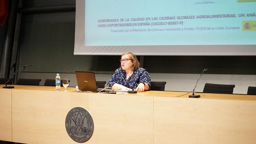 Elena Gadea, durante su conferencia en la Universidad de Murcia