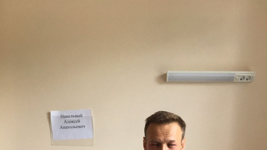Imagen compartida por Alexei Navalny cuando la hinchazón del ojo comenzaba a disminuir.