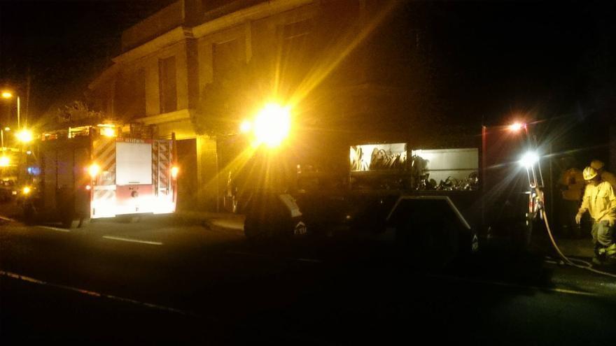 Exterior del edificio en construcción donde, en la noche del jueves, se registro un incendio. Foto: Erik Hernández/Bomberos La Palma.