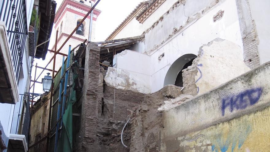 Exterior de la iglesia deteriorado
