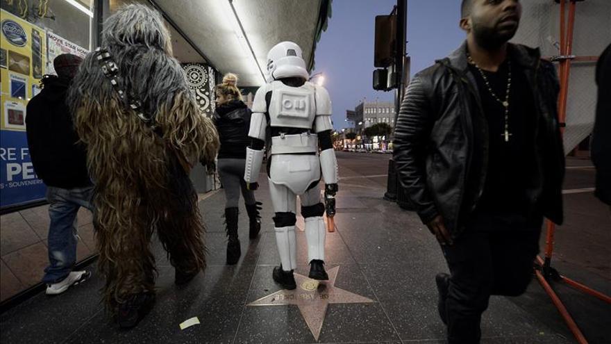 """""""Star Wars"""" despliega su Fuerza en el estreno mundial de """"The Force Awakens"""""""