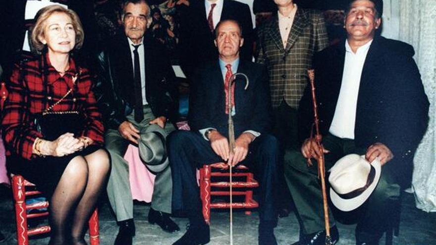 Visita de los reyes a los poblados de infravivienda de La Celsa y El Pozo del Tío Raimundo (Diciembre de 1994). \ @AgenciaEFE