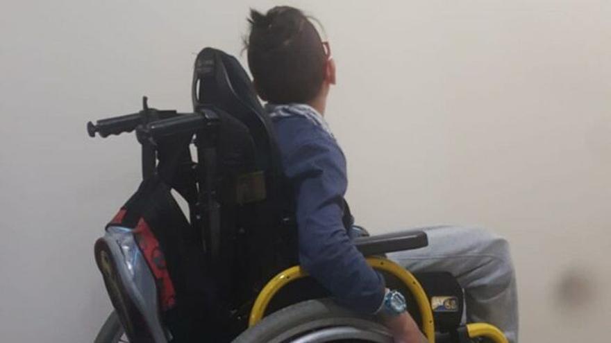 Yadey, un niño con parálisis cerebral: un mes sin ir al colegio porque nadie atiende sus necesidades.