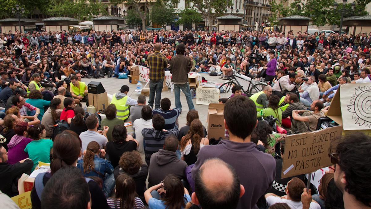 Asamblea del 15M en la plaza del Ayuntamiento de Valencia.