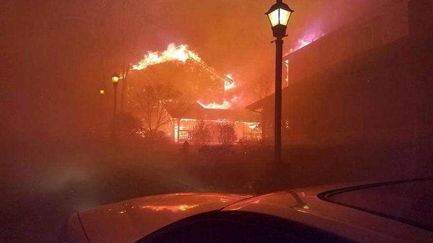 Aumenta a siete la cifra de muertos en el incendio de Tennessee (EE.UU.)