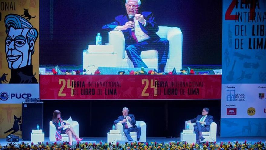 América Latina tiene grandes novelas que reflejan su barbarie, dice Vargas Llosa