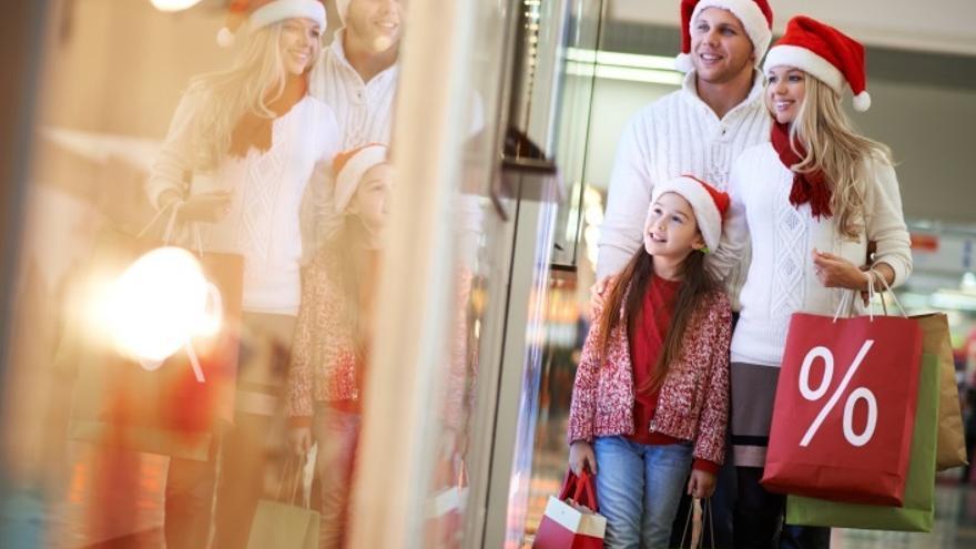 """Los comerciantes cántabros esperan una """"buena"""" campaña de Navidad porque confianza y ventas han mejorado"""