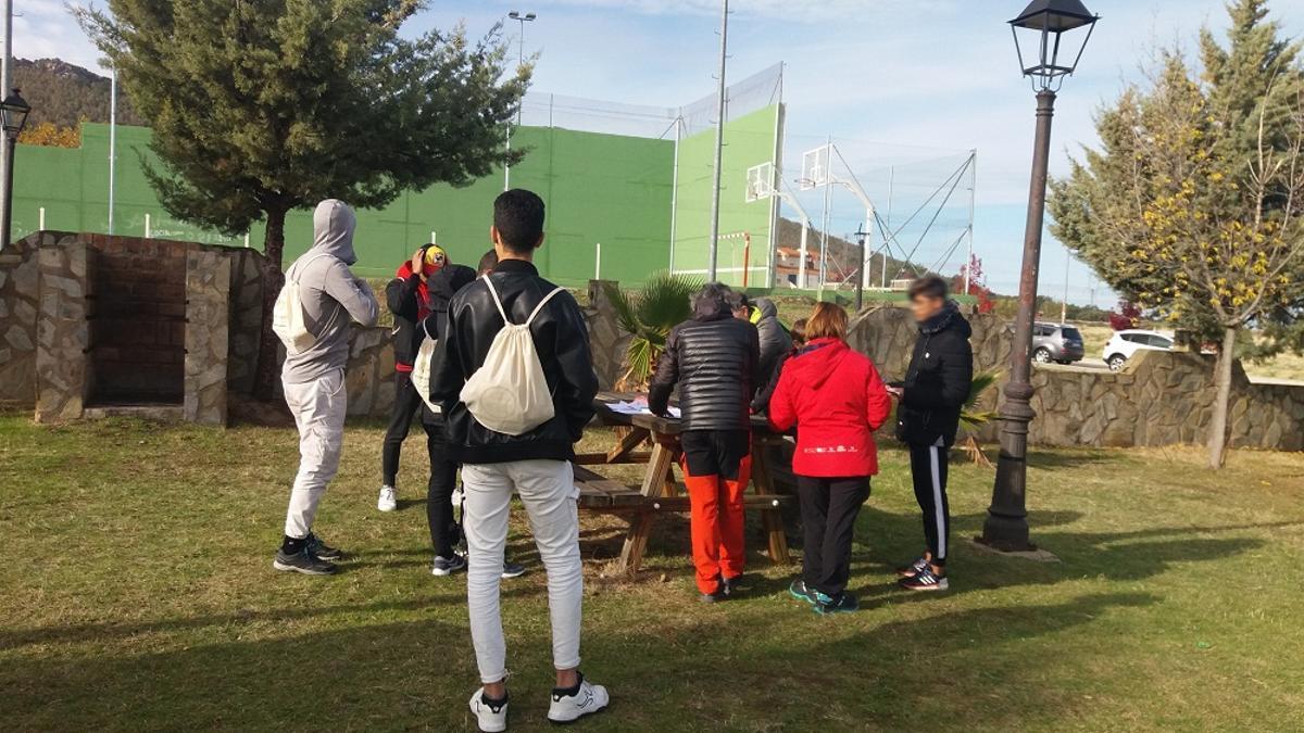 Los menores migrantes acogidos en el centro de Casar de Cáceres se han integrado en la vida del municipio extremeño.