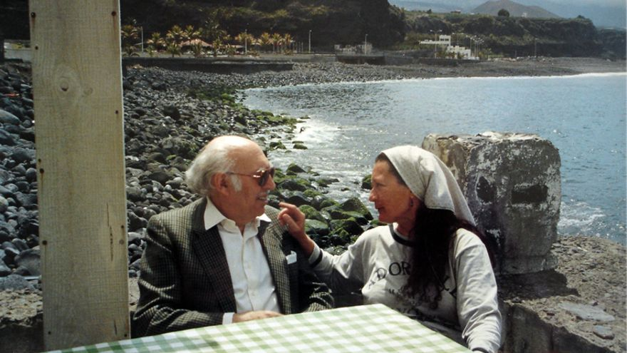 Rafael Morales y Elsa López en Tazacorte en 1990.