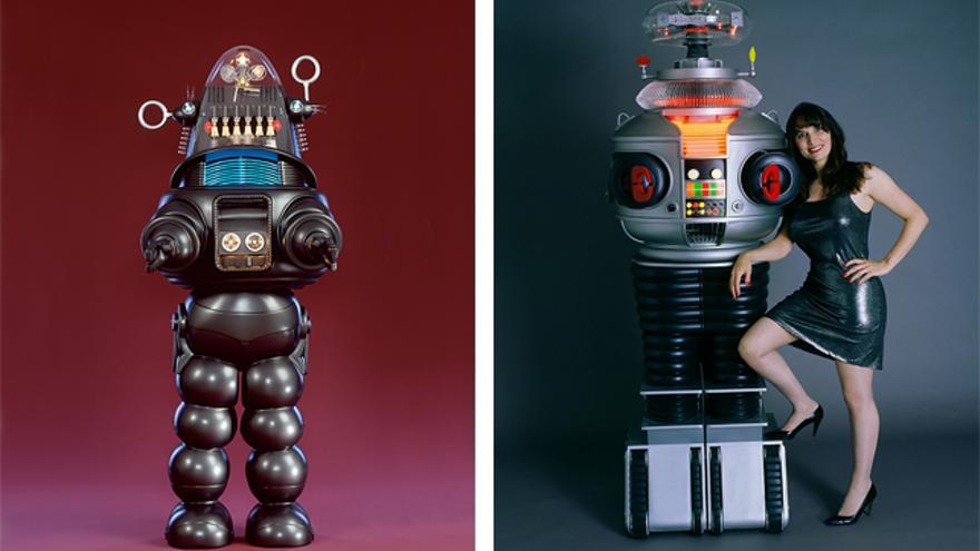 A la izquierda, Robby el Robot. A la derecha, B9, de 'Perdidos en el espacio'